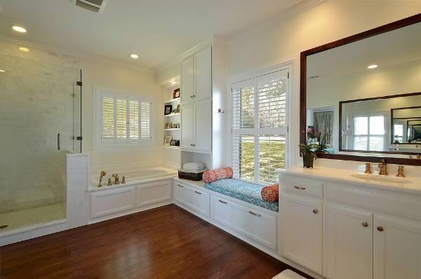 white bathroom storage bench