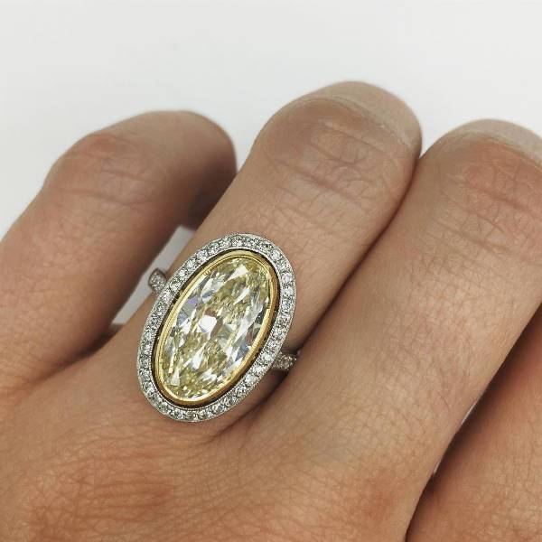 Vintage Oval Engagement Ring for Women