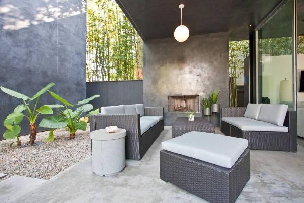 outdoor wicker ottoman idea
