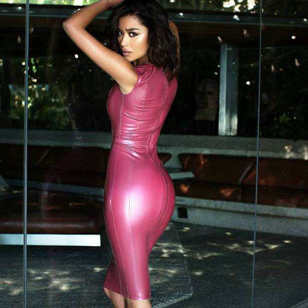 skiny fit latex dress