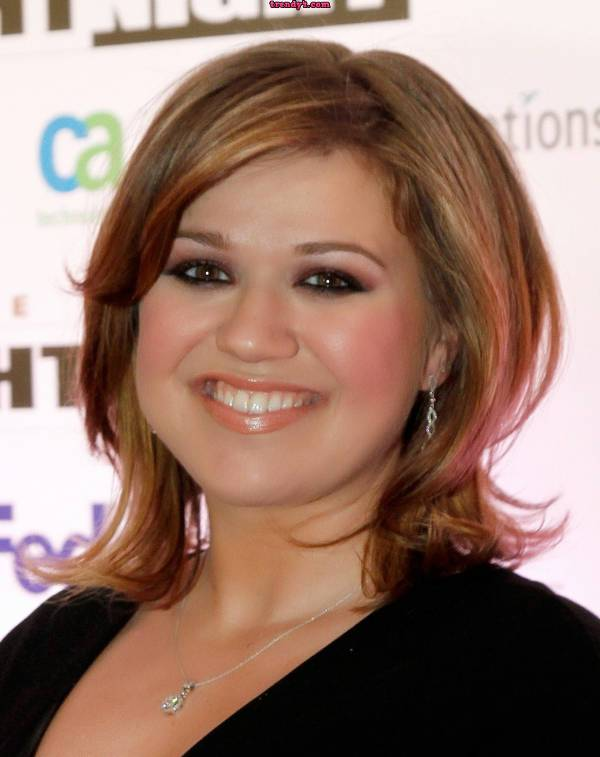 kelly clarkson short haircuts for round faces