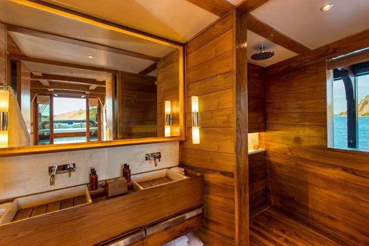 11 cabin bath
