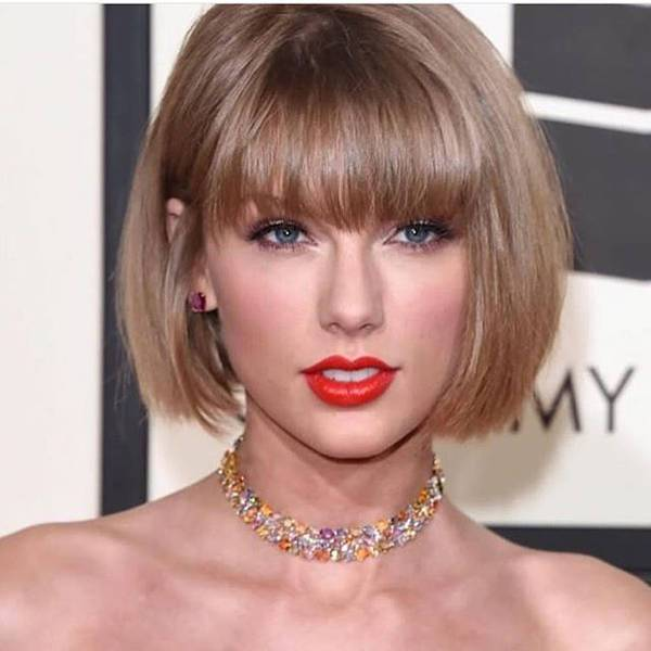 taylor swift stacked bob haircut
