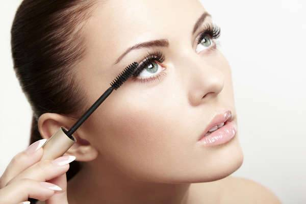 6. Curl your Eyelashes Before Applying Mascara
