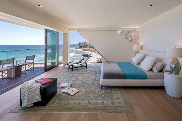 beach chaise lounges