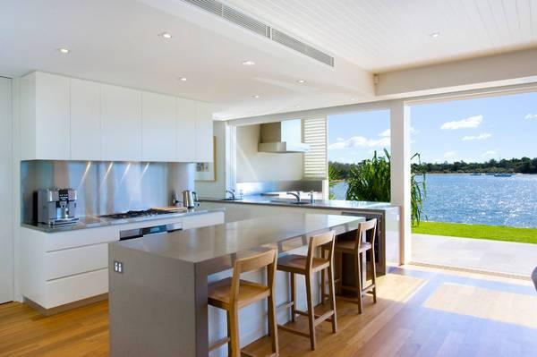 beach style outdoor kitchen