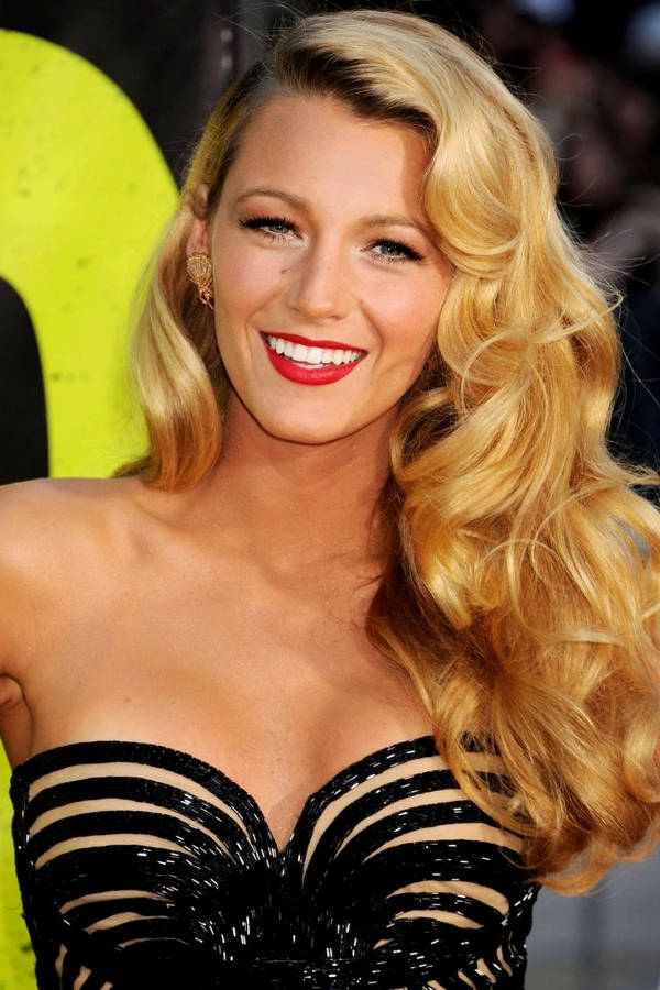 blake lively curly wavy hairstyle