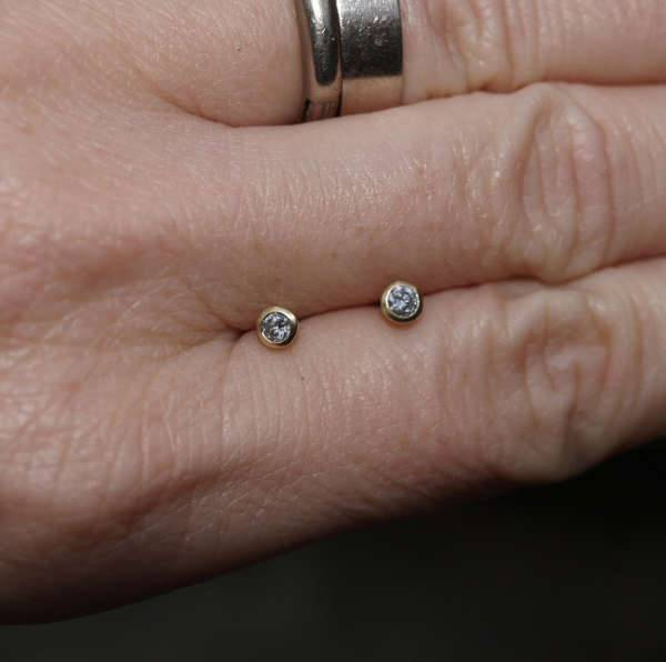 diamond small stud earrings
