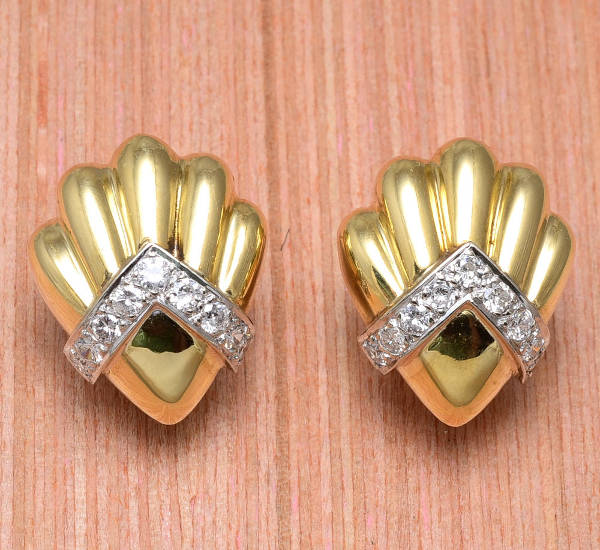 gold shell shape clip on earrings