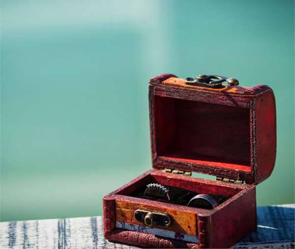mini treasure engagement ring box