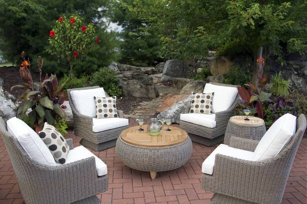 Outdoor Wicker Swivel Chairs