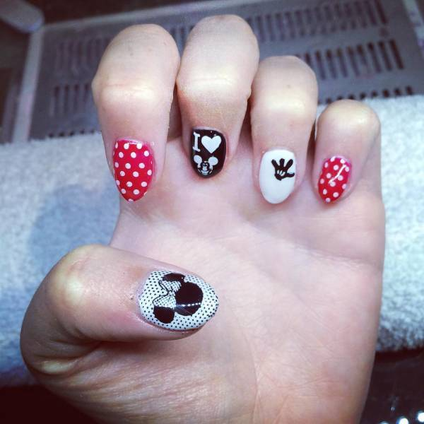 simple minnie mouse nail art