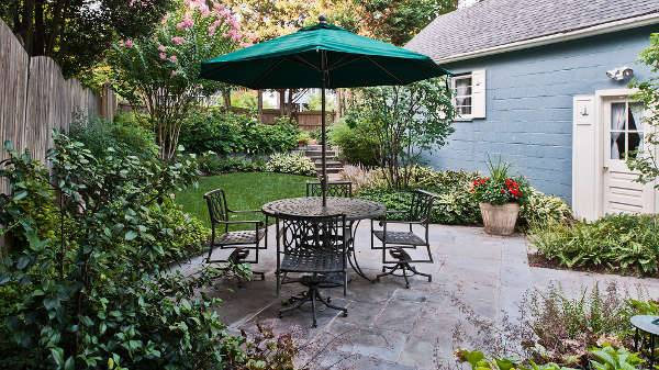 simple small backyard patio