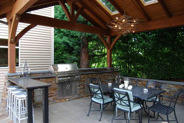 traditional outdoor kitchen idea