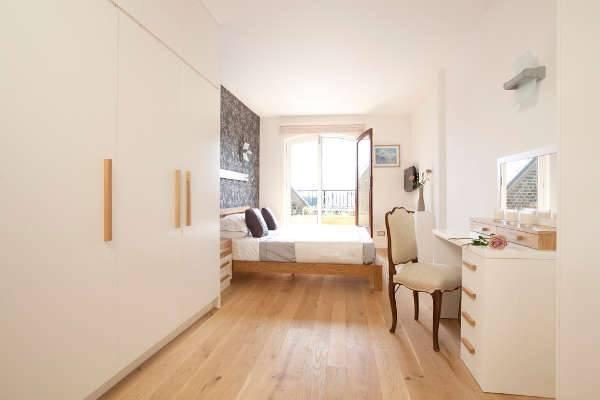 Wooden White Bedroom Vanity