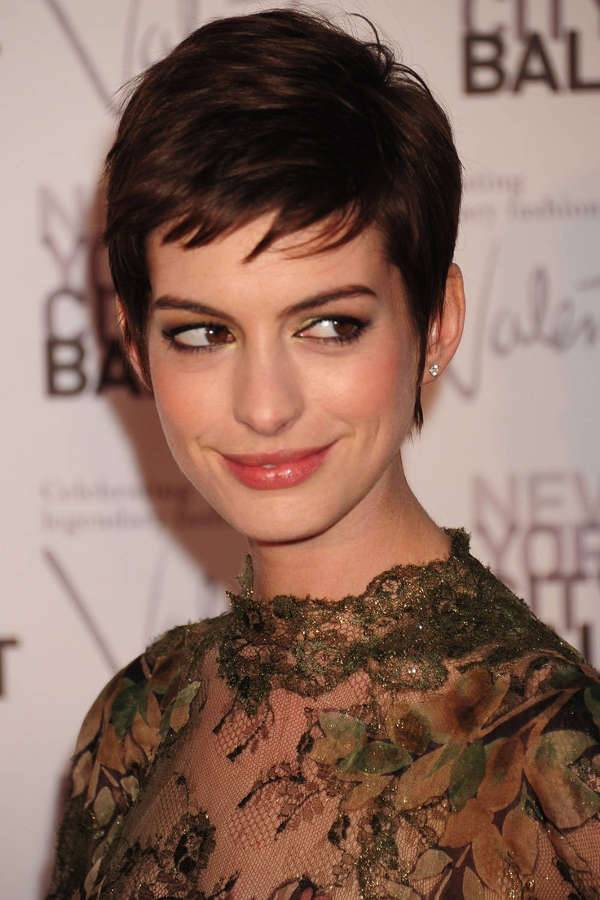 anne hathaway short hairstyle with bangs