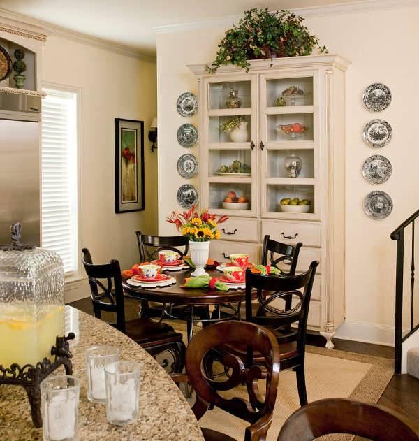 Kitchen Table Decorating Idea