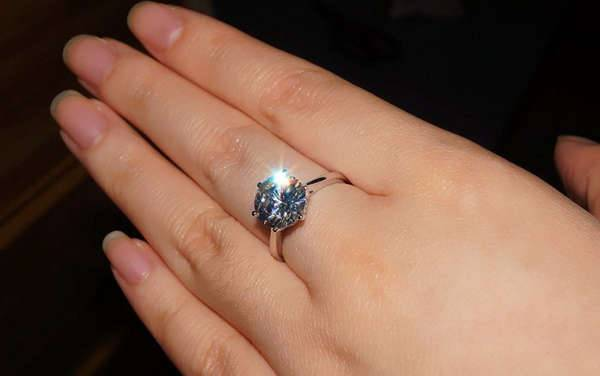 round cushion cut diamond engagement ring