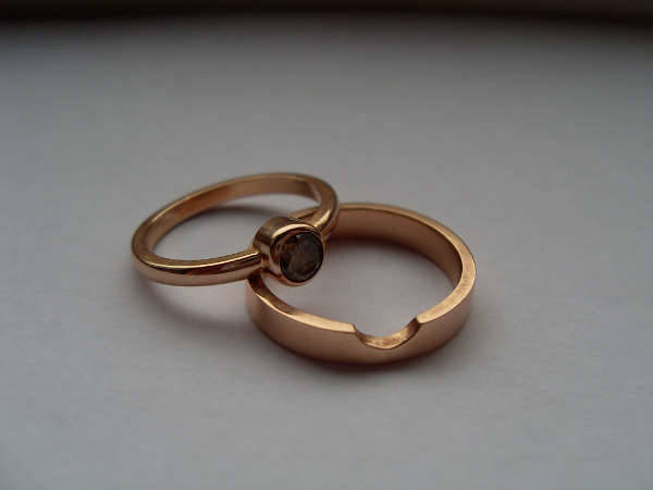 round rose gold engagement ring